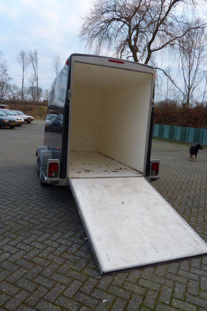 Aanhanger rebel 3 gesloten zwart oprijklep 083