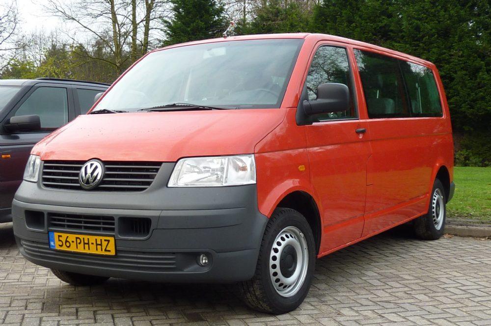 Volkswagen - Vw Transporter 1.9 Kombi TDI 77KW 2004 Rood 9 persoons